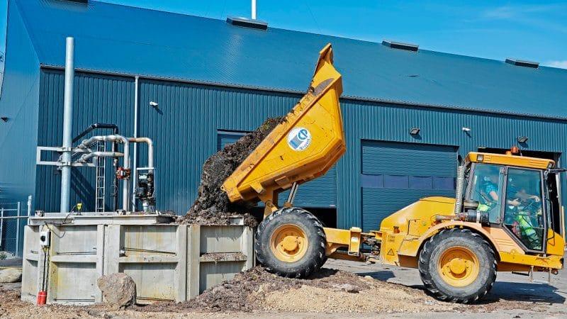 Tang fra stranden aflæsses i tank på Solrød Biogas til omdannelse til biogas